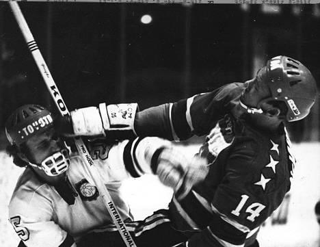 Tunteet roihusivat jo 1970-luvulla HIFK:n ja HJK:n peleissä.