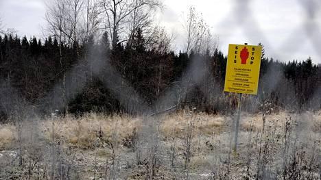 Rajavyöhykemerkki kuvattuna Nuijamaan raja-aseman lähellä Lappeenrannassa.