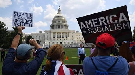 Kuubalaiset aktivistit osoittivat mieltään Yhdysvaltain kongressin edessä tällä viikolla.