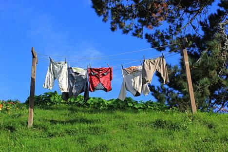 Narulla kuivuvat hobittien pyykit.