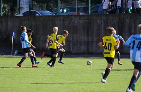 2008-syntyneiden poikien ottelussa espoolainen FC Honka (keltamustissa) onnistui päihittämään kirkkonummelaisen FC WILDin.