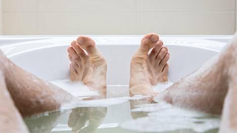 Lämmin vesi voi auttaa polttamaan kaloreita.