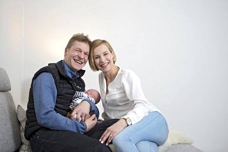 Toni ja Heidi Niemisellä on kaksi yhteistä lasta: Topias ja Elsa.