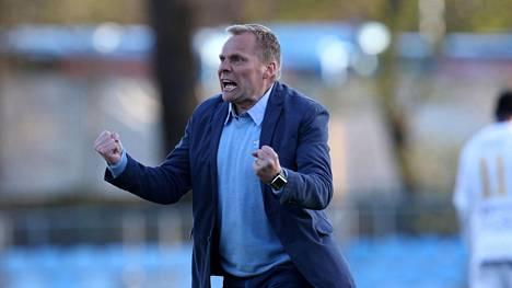 Toni Korkeakunnas on FC Lahden päävalmentaja.