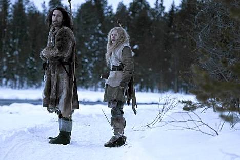 Eric Bana ja Saoirse Ronan kuvasivat kylmissä tunnelmissa Suomessa.