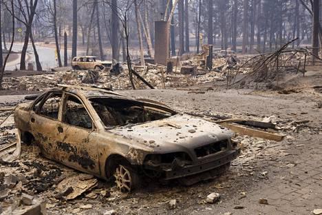 Maastopalot ovat jättäneet jälkeensä valtavat määrät tuhoutunutta omaisuutta ja palanutta luontoa. Kuva Butte Countysta, Kaliforniasta sunnuntailta.