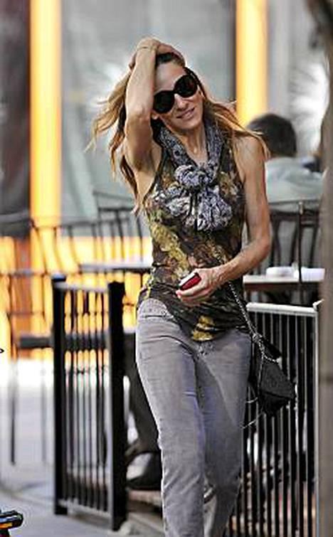 Sarah Jessica Parkerin kuihtunut olemus ja Madonnan veroiset käsivarret ovat saaneet tähden ystävät huolestumaan.