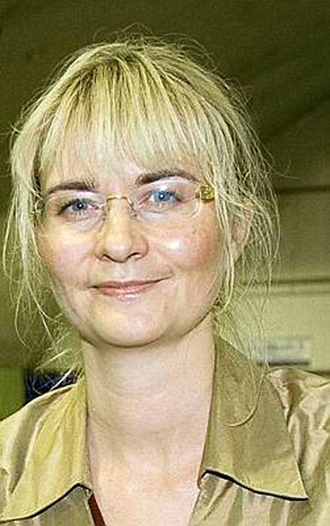 Janina Andersson esittää hyväntekeväisyystapahtumassa näytelmäkirjailija Eve Enslerin Vaginamonologeja.