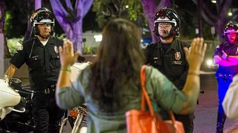 Los Angeles: Mielenosoittajat tukkivat suuren risteyksen.