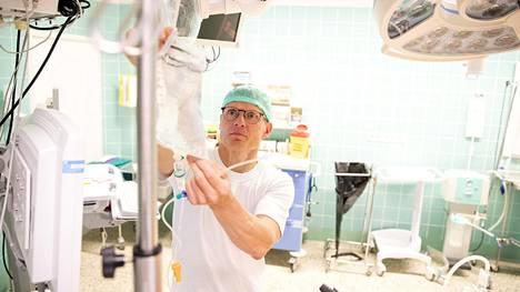 Marko Saarinen työskentelee ny kyään anestesia hoitajana Oulun yliopistollisessa keskussairaalassa.