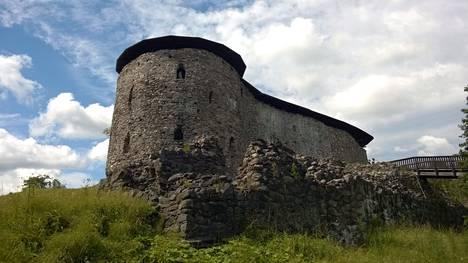 Raaseporinjoen partaalla, korkealla kalliolla sijaitsevat Raaseporin rauniot ovat jäänteitä ilmeisesti 1300-luvulla rakennetusta ja tuolloin vielä veden ympäröimästä linnasta.