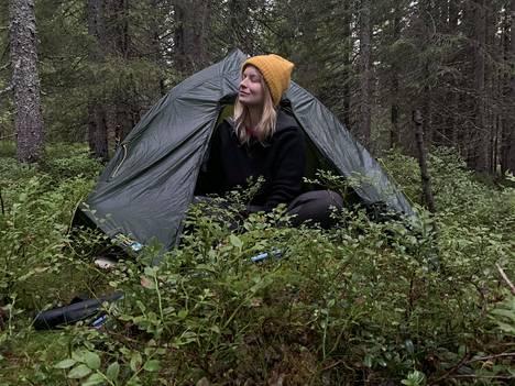 Kun nukkuu yksin teltassa keskellä metsää, pelkoa on opittava sietämään.