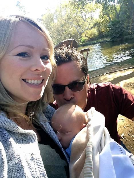 Kristina ja Jyrki tapasivat Suomi-kerhon joulujuhlassa. Parille syntyi poika vuonna 2014.