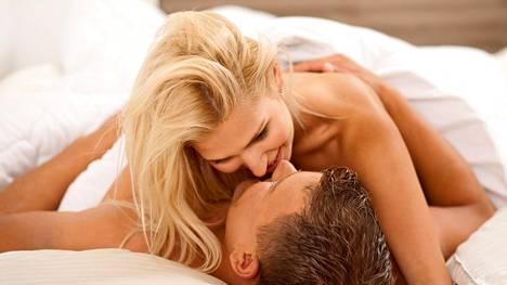 Marja Hintikka Liven toisessa jaksossa näytetään pornotähden orgasmi. Ohjelmassa on luvassa myös seksikoulu, jota varten suomalaispariskunta esitteli eri yhdyntäasentoja. Kuvituskuva.