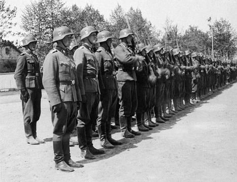 SS-vapaaehtoisten kotiinpaluun juhlallisuuksia Hangossa kesällä 1943.