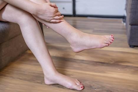 Jos tuntuu siltä, että jalka on kuin tulessa ja turvonnut, kyse voi olla vaarallisesta veritulpasta.
