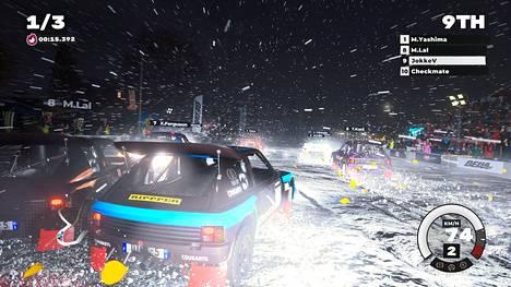 Rempseään ajoon keskittyvä Dirt 5 on uutuuskoneilla erittäin näyttävä peli, joka tarjoaa vakuuttavia olosuhteita rankkasateesta hiekkapölyyn. Jännittävintä on kaahata säkkipimeässä ja lumipyryssä.