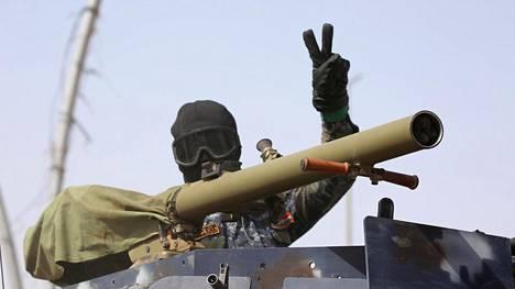 Irakin asevoimien sotilas Mansourin alueella lauantaina.
