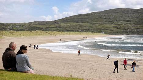 Ring of Kerryä kiertäessä voi jaloitella monilla kauniilla hiekkarannoilla. Derrynane Beach löytyy läheltä museona toimivaa Derrynane House -kartanoa.