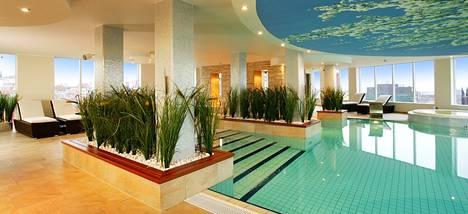 Hotellin rentoutumisalueella on sisäuima-allas, poreallas, höyrysauna, perinteinen suomalainen sauna ja kuntosali.