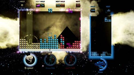 Netissä kolme pelaajaa haastavat oikealla näkyvän tietokonevastuksen. Joka pelaajalla on oma tila, mutta aina välillä ne yhdistyvät valtavaksi tiimialueeksi. Sitä täytetään sitten palikoilla vuorotellen.