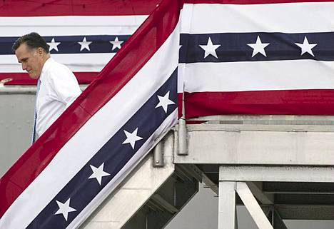 Se on Paul Ryan. Yhdysvaltain republikaanien presidenttiehdokas Mitt Romney laskeutuu portaita ilmoittamaan varapresidenttiehdokkaansa nimen vieraillessaan merimuseossa olevalla USS Wisconsin -aluksella Norfolkissa Virginiassa. 42-vuotias Paul Ryan toimii budjettivaliokunnan puheenjohtajana. Ryanin uskotaan tuovan Romneyn kampanjaan energiaa ja eloisuutta.