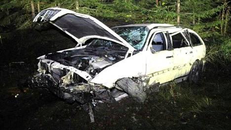Onnettomuusauton kuva poliisin esitutkintamateriaalista.