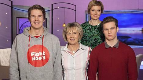 Pekka Hyysalo on äitinsä Anjan ja veljensä Veikon kanssa vieraana Inhimillisessä tekijässä.