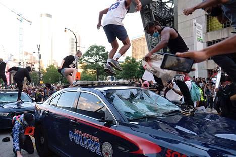Myös Atlantassa mielenosoitukset kärjistyivät perjantaina mellakoiksi.