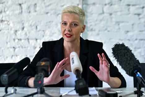 Maria Kolesnikova puhui tiistaina lehdistötilaisuudessa Minskissä.