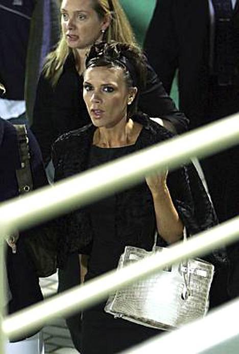 Victoria Beckham seurasi Dubaissa miehensä suoritusta AC Milanin riveissä Hamburger SV:tä vastaan.