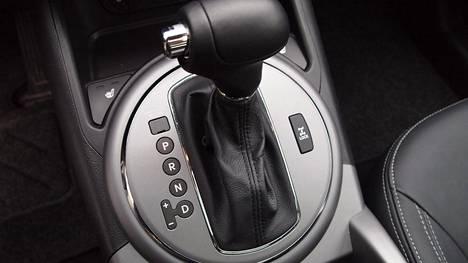 Vielä vuonna 2009 ensirekisteröidyistä autoista manuaaleja eli keppivaihteellisia oli noin 69,1 ja automaatteja 26,4 prosenttia. Muutos on sittemmin ollut kiivas.