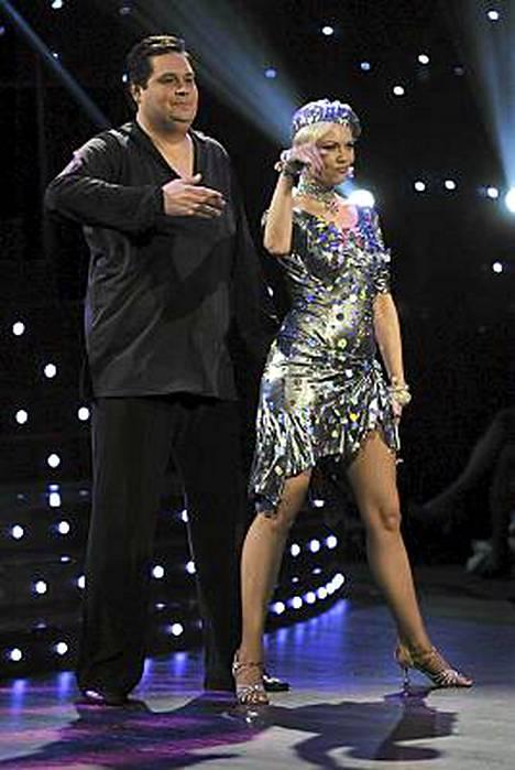 Jethro Rostedt ja Susa Matson tanssivat Lady Gagan Poker Face -kappaleen tahtiin.