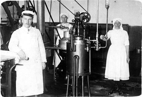 Maitotaloustuotteista, erityisesti voista tuli merkittävä vientituote Suomelle. Lehmien maidontuontanto on kasvanut viisinkertaiseksi alle sadassa vuodessa ja samassa suhteessa ovat laskeneet nautojen ruunasulatuksen metaanipäästöt suhteessa tuotettuun maitolitraan. Kuvassa Turengin meijerin väkeä 1900-luvun ensivuosilta.