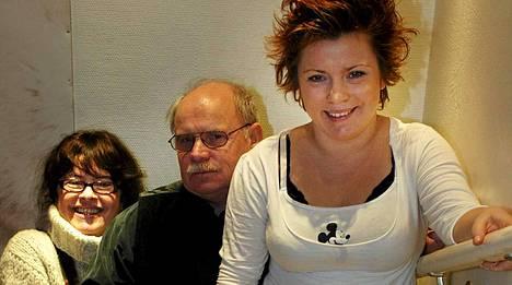 Titta Jokinen (vas.) on Kiti Kokkosen (oik.) äiti. Kitin isä oli ohjaajalegenda Ere Kokkonen (keskellä).