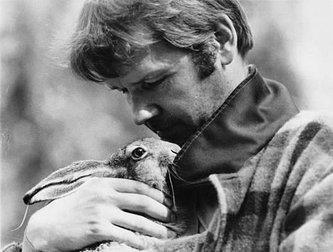 Jäniksen vuosi -elokuvan (1977) pääosassa nähdään Antti Litja.