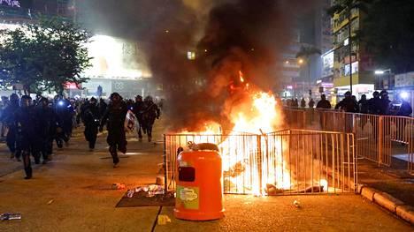 Hongkongissa on ollut laajoja mielenosoituksia jo kuukausia. Ne ovat äityneet entistä väkivaltaisemmiksi viime päivinä.