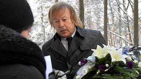 Ilkka Danny Lipsanen Tapiolan kirkon edustalla.