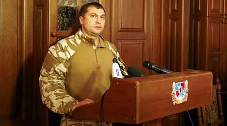 Valeri Bolotov esiintyi tiedotustilaisuudessa Luhanskissa kesäkuussa.