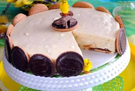 Kaiva keltaiset lakat pakastimestasi ja upota ne herkulliseen kakkuun. Pohja valmistetaan Jaffa-appelsiinikekseistä.