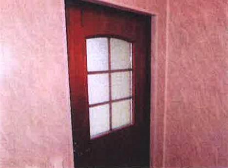 Myös talon ulko-ovien kunto selvitettiin. Niiden todettiin olevan hyväkuntoiset.