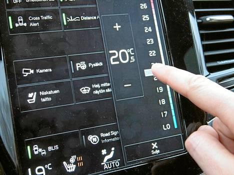 Volvon suurikokoinen kosketusnäyttö on lukuisine toimintoineen nätti kuin karkki, mutta kerää sormenjälkiä ja vaatii myös verraten runsaasti opettelua.