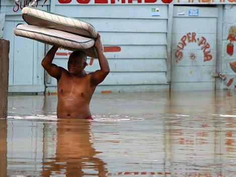 Myrsky eteni jo Santo Domingoon.