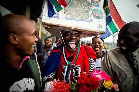 Ihmisi? muistotilaisuudessa FNB-stadionilla Johannesburgissa.