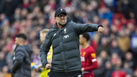 Mestarivalmentaja Jürgen Klopp innostui koko yön jatkuneissa voitonjuhlissa villiin tanssiin. Kloppilla olivat liikkeet hallussa myös maaliskuussa voittoon päättyneen Bournemouth-pelin jälkeen.