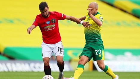 Teemu Pukki otettiin vaihtoon 71. minuutilla FA-cupin puolivälierässä.