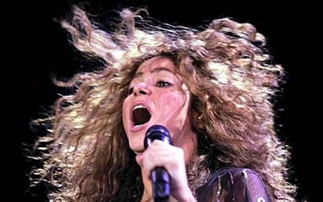 Tulinen Shakira tuo latinorytmejä talviseen Suomeen.
