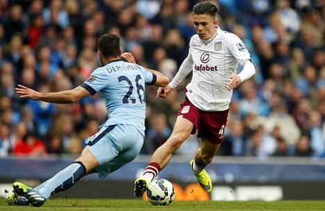 Jack Grealish harhautti Manchester Cityn Martin Demichelisin huhtikuun lopussa pelatussa ottelussa.
