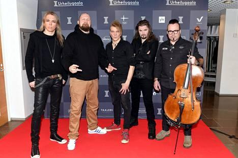Rap-artisti Paleface (2.vas.) ja Apocalyptica-yhtye esiintyivät gaalassa.