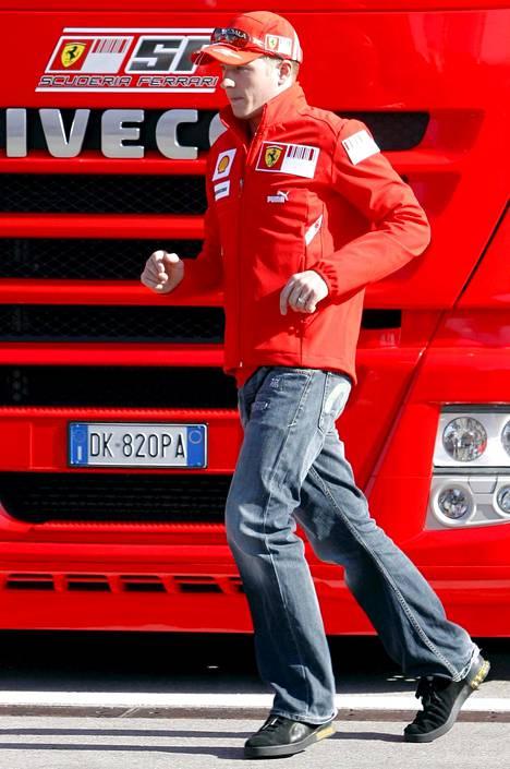 Kimi Räikkönen juoksi todennäköisesti testinsä hieman urheilullisemmissa vaatteissa.